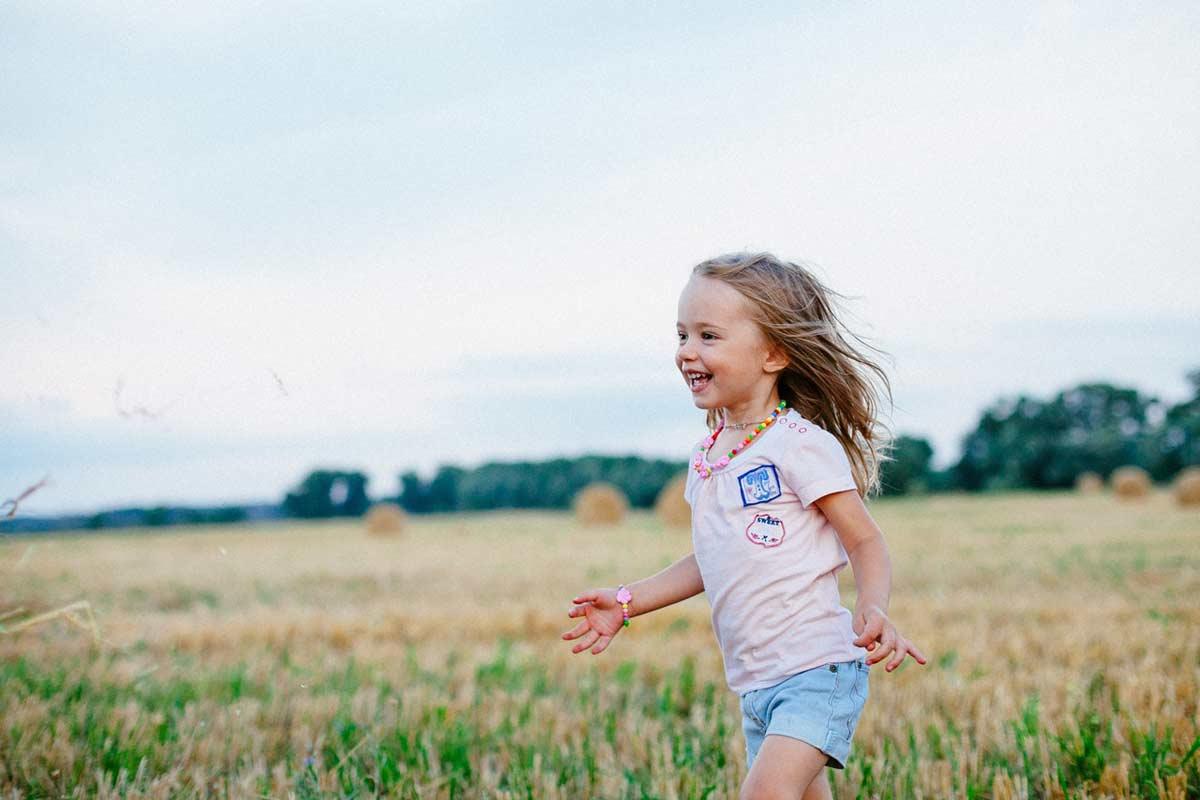 Børn synes det er sjovt at blive fotograferet Roskilde