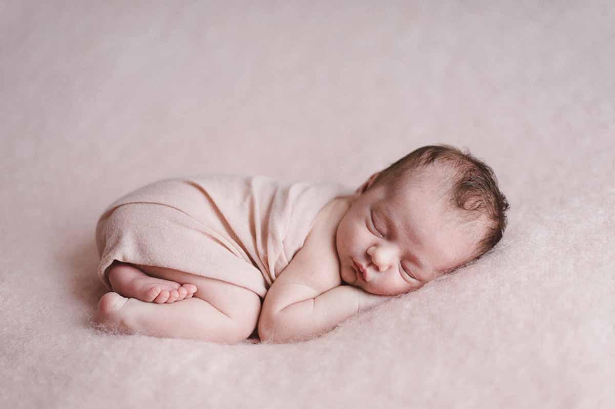 Newborn fotografering Svendborg hos mig eller hos jer