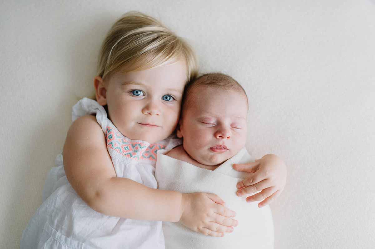 søster med newborn foto i Svendborg